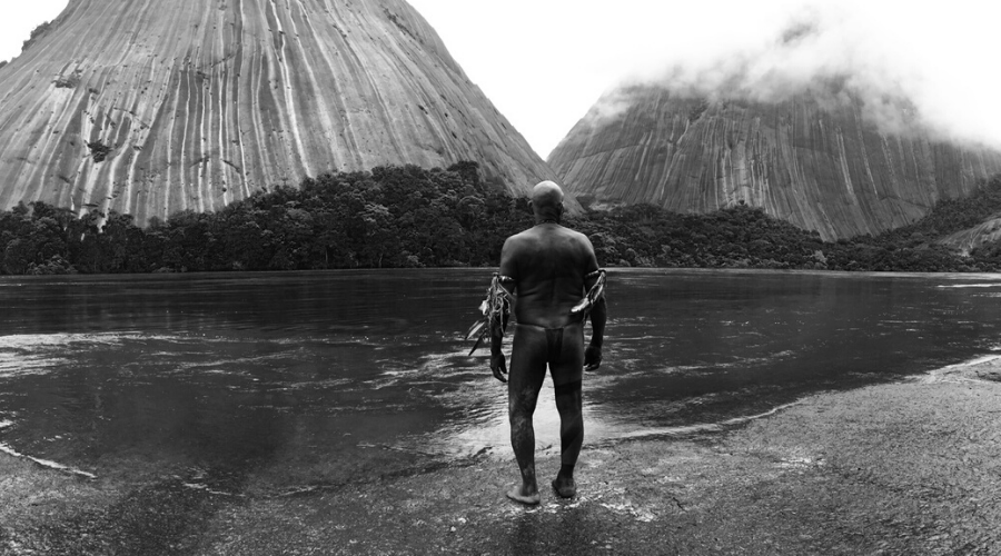 black and white cinematography of the embrace of the serpent 2015