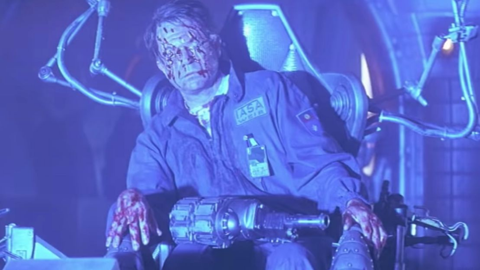 Sam Neill in Event horizon 1997