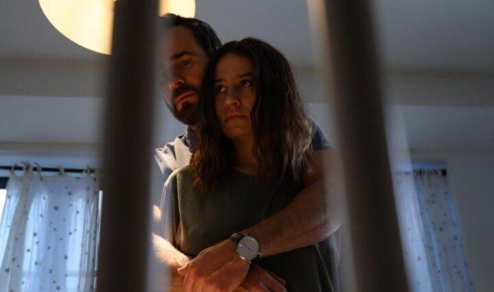 Ilana Glazer and Justin Theroux in False Positive 2021